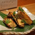 根津 たけもと - 新筍の丸焼き 木の芽添え