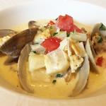 プティ ジャルダン - メインディッシュ(真鯛のポアレ、厚岸産浅利と野菜のチャウダースタイル)