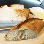 プティ ジャルダン - 本日のパン2種