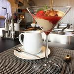 プティ ジャルダン - 季節のおすすめデザートとコーヒー