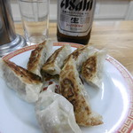 亀戸餃子 - 残り5つが投入されたお皿