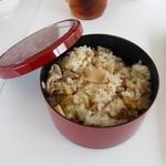 パ・マル - サービスの豚肉と筍の炊き込みご飯