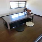 カフェ凪 - 小上がりで掘り炬燵座卓