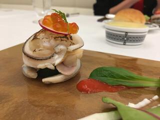 Grand rocher - 伊勢海老、サヨリ、ハマグリのミルフィーユ仕立て。なんとも贅沢な料理!これもまだ前菜なのです