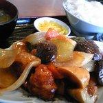 中華料理 新興軒 - 酢豚定食(900円)です。