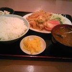中華料理 新興軒 - スタミナ定食(850円)です。