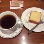 coffee beans ROCOCO - ロクメイブレンドとパウンドケーキ