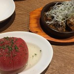 ふうびとすうろ - コンソメでさっと煮たトマト380円と和牛のみそスパイシー煮込み580円