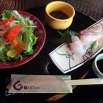 66311864 - ◆最初に「小鉢(この日はモズク)」「お刺身2種(鯛とカンパチ)」「サラダ」が出されます。