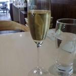 エルミタージュ - ノンアルコールの白ワイン