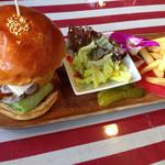 アメリカンダイナーオールドハンガー - 昔食べたトリプルチーズバーガー、昔のがパン小さかったのよ