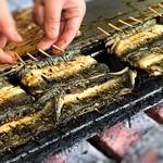 川豊 - 開店後、焼かれ始める鰻 香りが堪りません