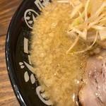 濃厚味噌ラーメンジム 味噌のジョー - スープ