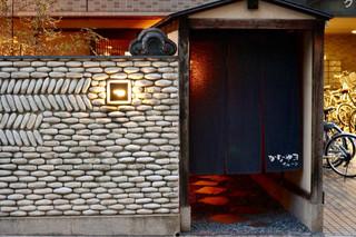 かなやまサルーン - 大人の隠れ家らしい入口