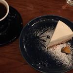 66328812 - ヨーグルトチーズケーキ ドリンクセット(¥850)