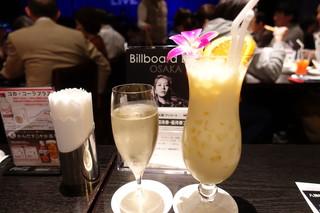 ビルボードライブ大阪 - スパークリングワインとマンゴーパッションミルク