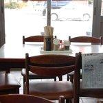 中西うどん - テーブル席