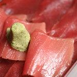 六本木 福鮨 - ランチでご好評頂いております鉄火丼。鮪の美味しさをご堪能頂けます。