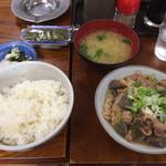 女良食堂 - 初の煮込み定食。少なく見えてかなりのボリューム。単品だと¥360 ¥定食だと¥620
