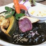 66331383 - 大和お野菜、黒米黒カレー 1,050yen