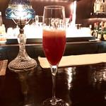 66332391 - 苺とAYALAシャンパンのカクテル