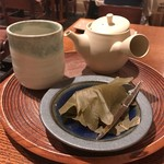 一保堂茶舗 喫茶室 嘉木 - くき玉露と生菓子(小松屋製 柏餅)