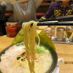 66335177 - 濃厚なスープが絡みやすい極細ストレート麺。しっかりとした歯応え。スープとの相性は抜群♡