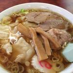 宝来軒 - ワンタンメン¥800。スープとチャーシューはショッパめ、麺は柔らかめ。