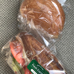 フランソア - 料理写真:鹿児島黒豚カレーパンとカスクート