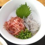 小川港魚河岸食堂 - 生桜えびと生しらす