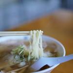 青竹手打ラーメン 日向屋 - プルプルの麺