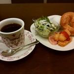 ビリオン珈琲 - 料理写真:プレミアムバタークロワッサンモーニング』
