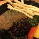 炭焼ごちそう肉バル ぴたり -  肉汁 和牛ハンバーグ