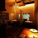 cucina Wada - 2階のテーブル席は、6名~8名様で貸切可 接待 女子会 小パティーなどに最適です。