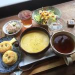 シンハ - かぼちゃのスープとスコーンのセット-864円