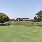 桜ゴルフ倶楽部 - 南9ホールからのクラブハウス