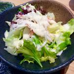 旬彩 和央 - サラダのアップ。カニ(カマ?)が入っていた。