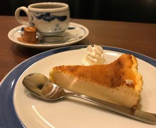 喫茶店 友路有 赤羽二号店 - チーズケーキとブレンド