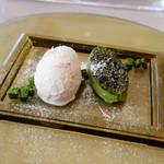 66355727 - 桜のグラス 抹茶のクレームブリュレ