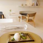 66355729 - 桜のグラス 抹茶のクレームブリュレ