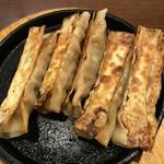 66356170 - 【2017.4.25】鉄板焼餃子5本入り¥500