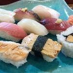 加茂寿司 - お好み9貫にぎり 980円。