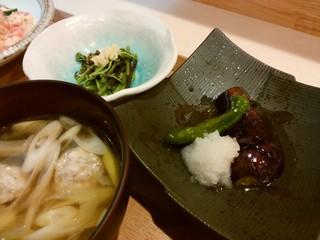 あおほし食堂 - おひるの定食の「なすの揚げびたし・わらびのおひたし・ふわふわ鶏団子味噌汁」