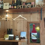 エノガストロノミコ ピティリアーノ - 木のぬくもりと手作り感あふれる、カジュアルな店内