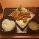 酒蔵 季 - カキフライ&エビフライ定食780円