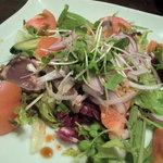 うまかぁ~黒豚と肴料理 まん - 海の幸サラダ