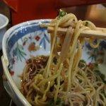 そば処 宗右ヱ門 - やや粗めにひいたそば粉を使った麺は細めでのどごし香りともにやさしい印象です,蕎麦粉は長野県信濃の大町産を使ってあるそうです。
