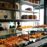 66361156 - 店内は他にも色んなパンが。