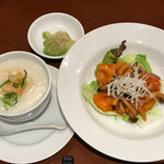 中華ビストロうちだ - 中華ビストロランチの 海老チリソースと中華粥