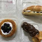 パン・メゾン - 料理写真:ブルーベリーデニッシュ・マロンポンプ?・塩パン餡&生クリーム入り
